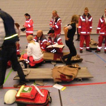 Feuerwehr und Rotes Kreuz üben den Ernstfall am Lise-Meitner-Gymnasium
