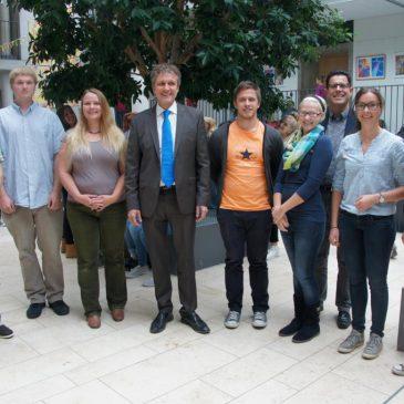 Neuer Schulleiter heißt junge Kollegen am Lise-Meitner-Gymnasium willkommen